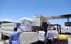 الصورة: الصورة: «الهلال الأحمر» تسيّر جسراً جوياً لدعم الأوضاع الإنسانية في الصومال