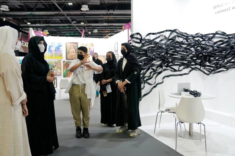 الصورة : لطيفة بنت محمد خلال افتتاح المعرض | تصوير: خليفة عيسى