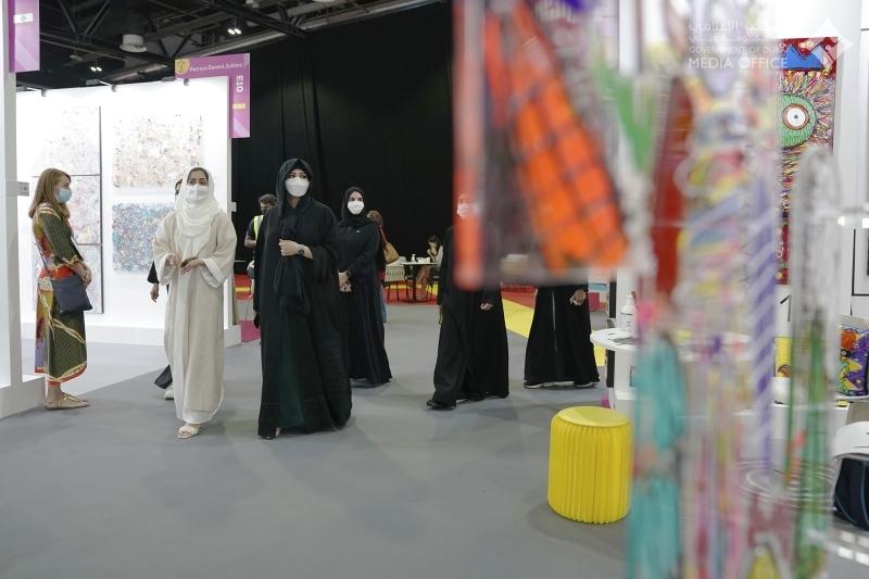 الصورة : سموها في جولة على أركان المعرض بحضور هالة بدري