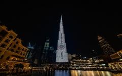 الصورة: الصورة: برج خليفة يحتفي بالبطولة  العالمية