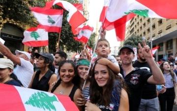 الصورة: الصورة: لبنان «مكبّل» بانقسام الداخل وصبر الخارج ينفد