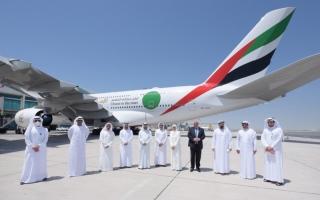 """الصورة: الصورة: """"البيان"""" ترافق رحلة طيران الإمارات الخاصة بمتلقي اللقاح"""