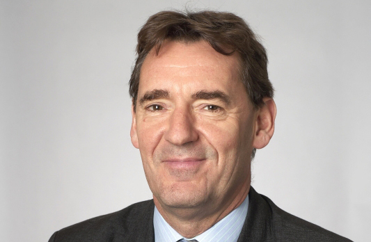 الصورة : جيم أونيل -  رئيس جولدمان ساكس لإدارة الأصول سابقاً، ووزير خزانة المملكة المتحدة الأسبق، ويشغل حالياً منصب رئيس تشاثام هاوس.