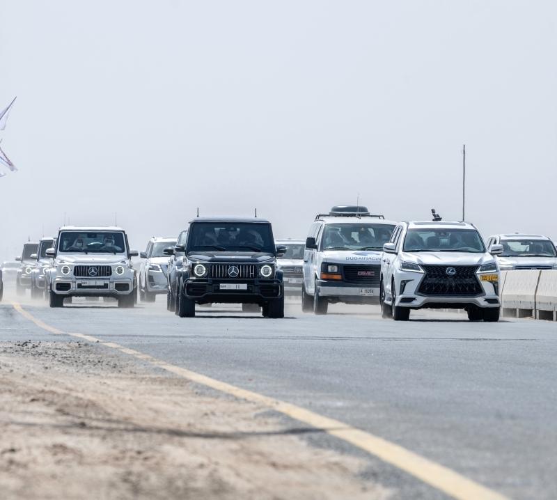 الصورة : محمد بن راشد وحمدان بن محمد يشهدان الحدث | من المصدر