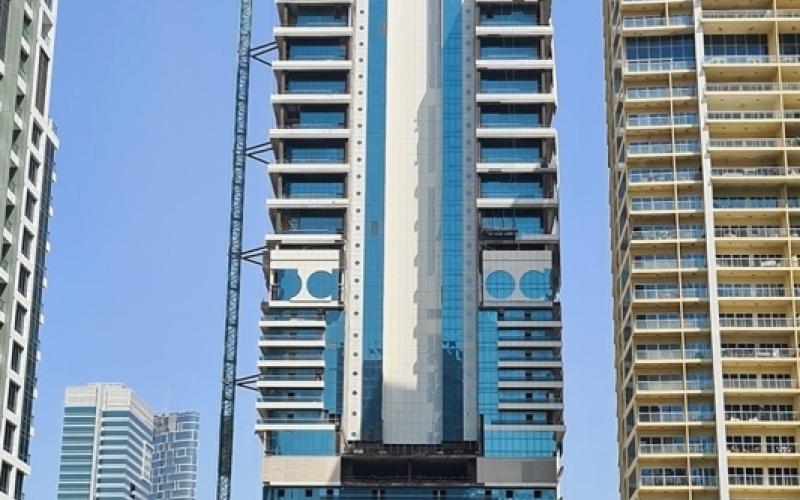 الصورة: الصورة: «أراضي دبي» تنقذ «أبراج الرياح»