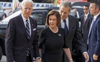 نانسي بيلوسي تدعو بايدن لإلقاء كلمة في الكونغرس