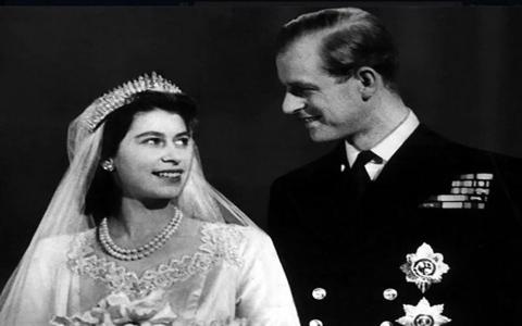 """الصورة: الصورة: لماذا لم يحمل الأمير فيليب لقب """"ملك"""" رغم زواجه من ملكة؟"""