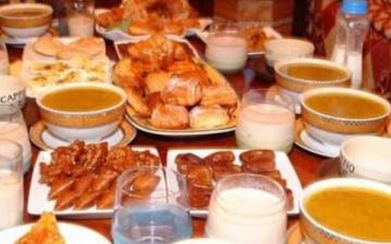 الصورة: الصورة: الإفراط في الطعام على الإفطار يسبب اضطرابات بالجهاز الهضمي