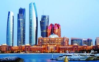 أبوظبي تمدد إعفاء المنشآت الفندقية من الرسوم السياحية والبلدية حتى 30 يونيو