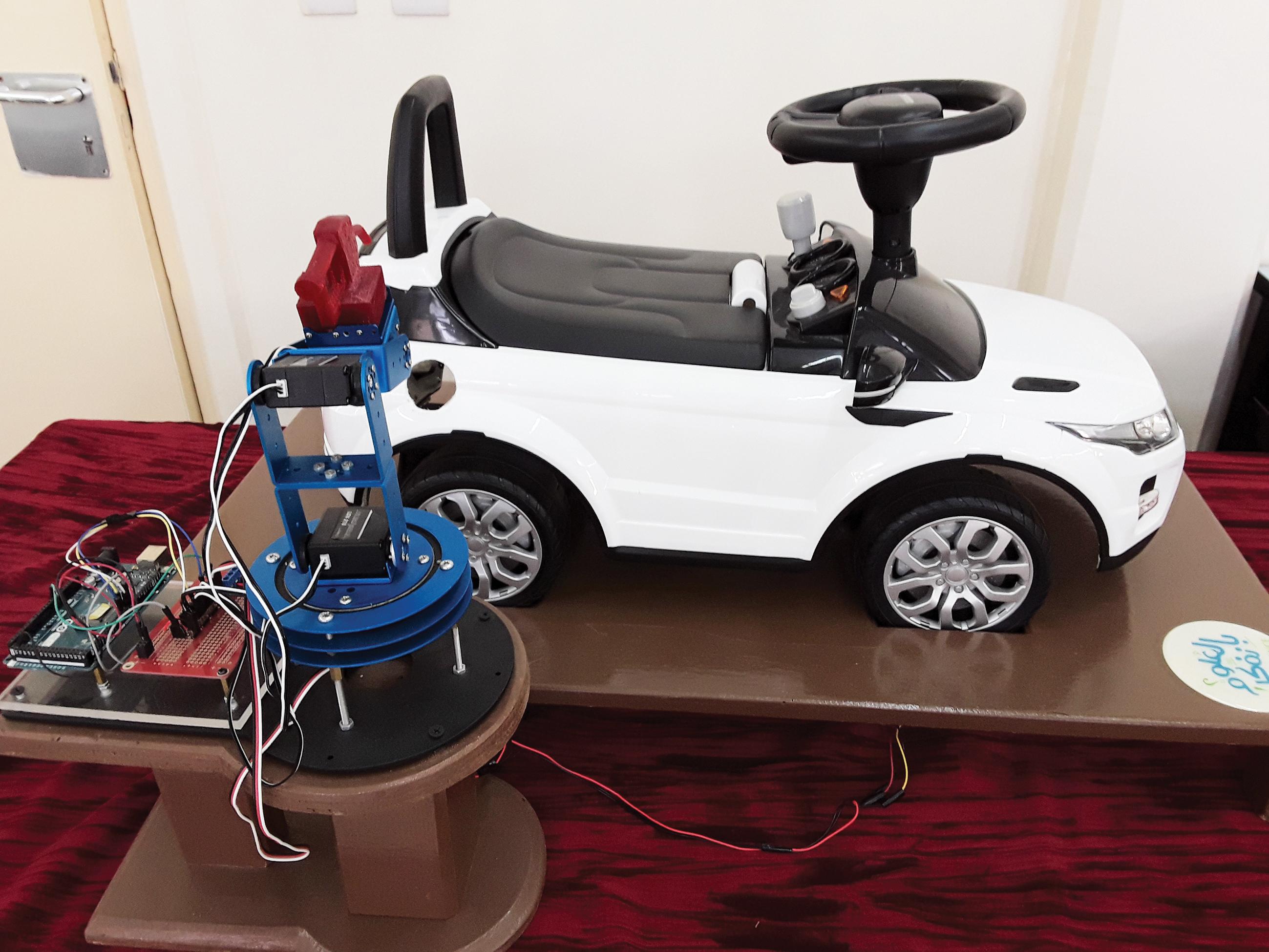 الصورة : مشروع نظام تزويد المركبات بالوقود تلقائياً