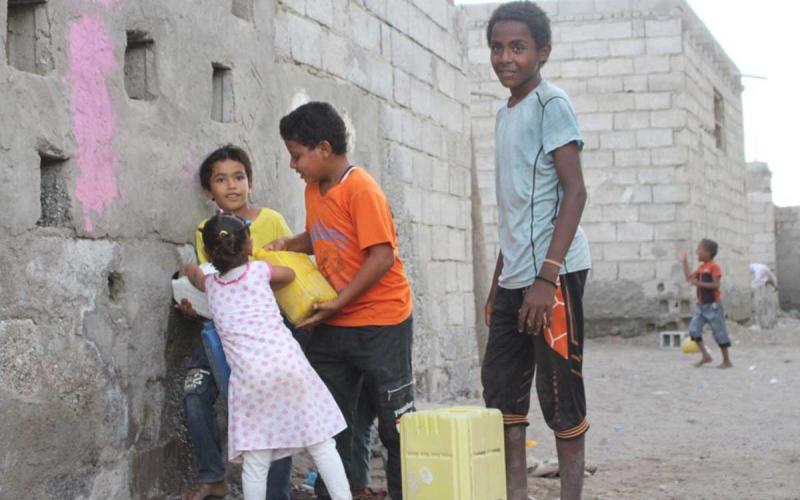 الصورة: الصورة: نهب حوثي للوقود لتمويل النشاط الإرهابي