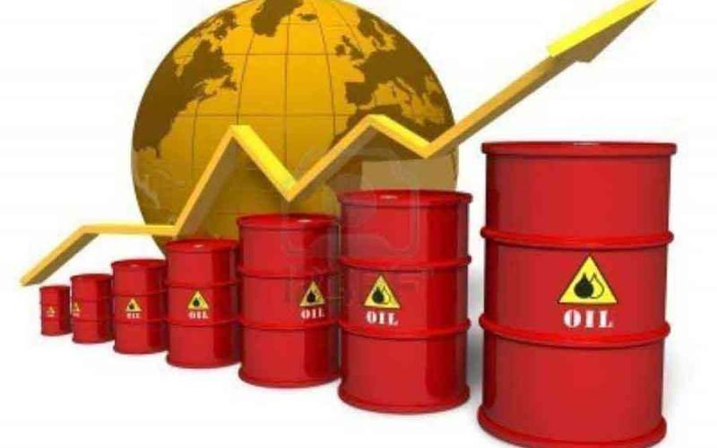 الصورة: الصورة: النفط يتجه لمكسب أسبوعي بدعم تعافي الطلب