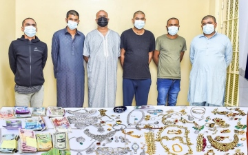 الصورة: الصورة: شرطة الشارقة تلقي القبض على تشكيل عصابي تخصص بسرقة المنازل