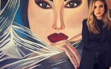 الصورة: الصورة: نور بازرباشي .. فنانة  تشكيلية تطلق أزيائها من دبي إلى العالم