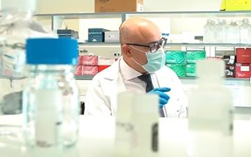 الصورة: الصورة: جلال تنيرة من السويد  إلى الإمارات  لابتكار  أدوية  للسكري