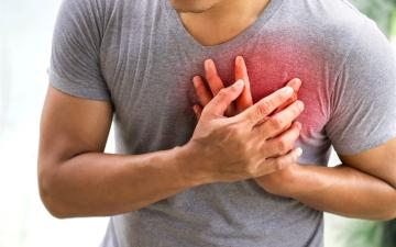 الصورة: الصورة: بماذا يشعر الشخص قبل الإصابة بنوبة قلبية؟