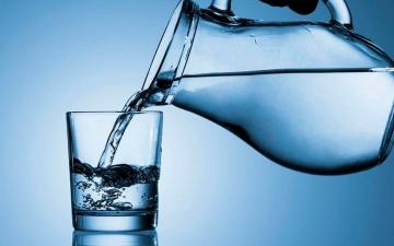 الصورة: الصورة: ما هو أسوأ وقت لشرب الماء؟
