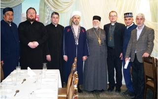 الصورة: الصورة: رمضان يجمع ممثلي الأديان في روسيا