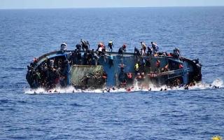 الصورة: الصورة: غرق زورق على متنه 130 مهاجراً قبالة السواحل الليبية