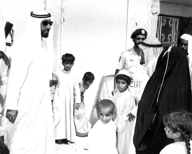 الصورة : زايد جعل الإمارات نموذجاً يُحتذى في القيم الإنسانية | أرشيفية