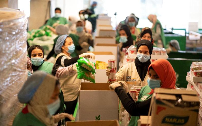 الصورة : المساهمة في حملة 100 مليون وجبة دعم للمبادرات الانسانية / ارشيفية