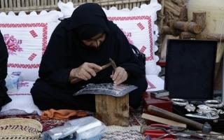 الصورة: الصورة: «دبي وتراثنا الحي».. 42 ألف زائر تعرفوا إلى «عبقرية الحرف التقليدية» في النسخة 11