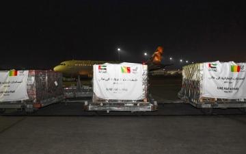 الصورة: الصورة: الإمارات ترسل طائرة إلى مالي تحمل 50 طناً من المواد الغذائية