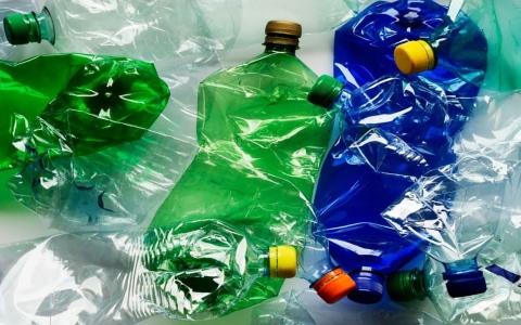 الصورة: الصورة: شاهد.. طوافات من مخلفات البلاستيك