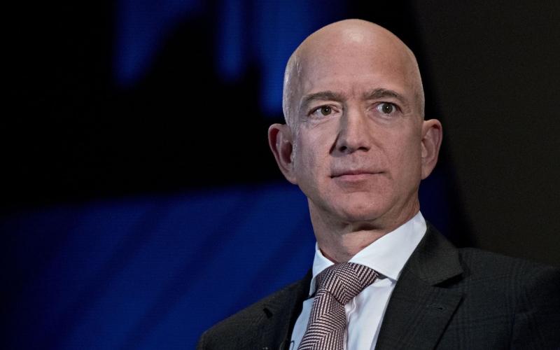 الصورة: الصورة: جيف بيزوس يبيع حصة بقيمة ملياري دولار من أسهم شركة أمازون