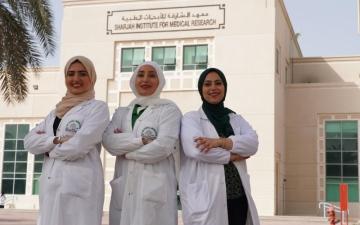 الصورة: الصورة: نهى ومشاعل ودانة في مواجهة الأمراض المستعصية
