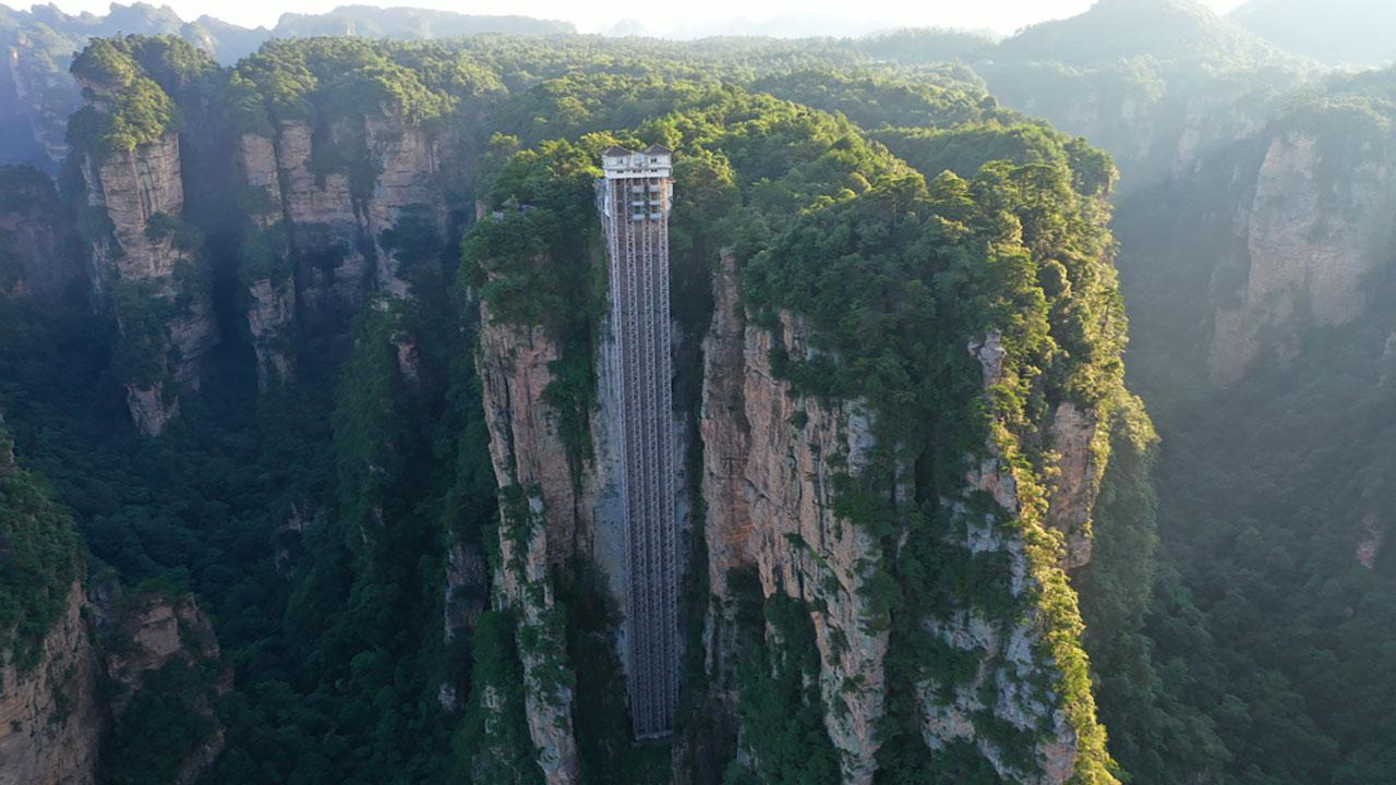 صورة أعلى مصعد كهربائي خارجي في العالم – منوعات