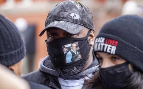 الصورة: الصورة: 10 ملايين دولار تعويضات لذوي أمريكي أسود قتلته الشرطة