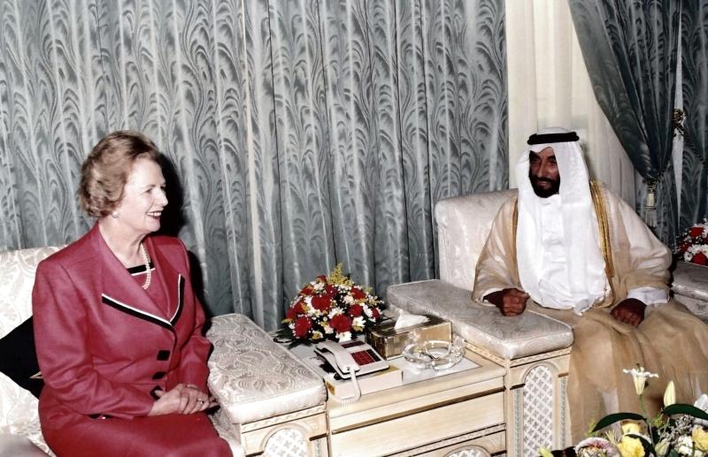 الصورة : الشيخ زايد في لقاء مع رئيسة وزراء بريطانيا مارغريت تاتشر | أرشيفية
