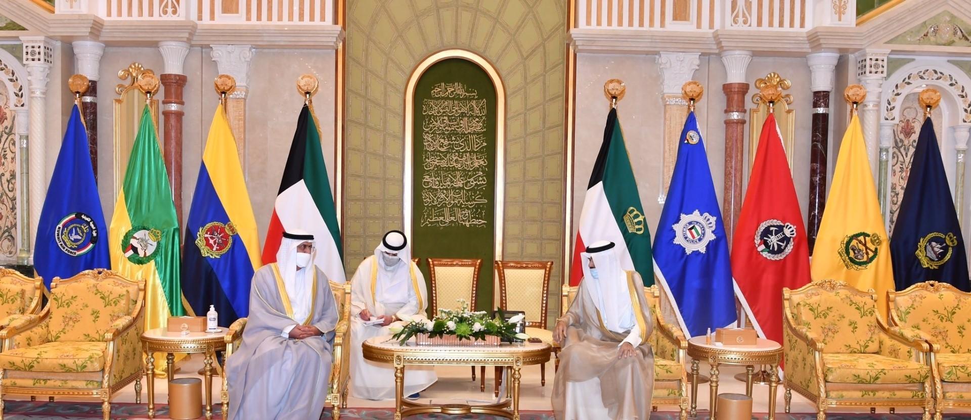 سفير الإمارات يقدّم أوراق اعتماده إلى أمير الكويت