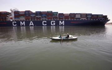 الصورة: الصورة: بعد أزمة إيفر غيفن.. تعطُّل سفينة جديدة في قناة السويس