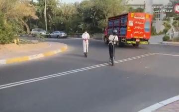 """الصورة: الصورة: شرطة أبوظبي تحذر من قيادة الـ """"سكوتر"""" بدون وسائل الحماية"""