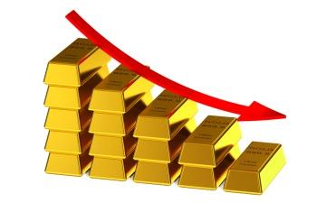 الصورة: الصورة: الذهب يواصل التراجع مع ارتفاع الدولار