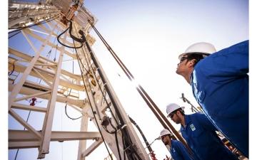 الصورة: الصورة: النفط يبلغ ذروة عامين فوق 72 دولاراً
