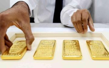 الصورة: الصورة: أسعار الذهب تهبط بفعل ارتفاع الدولار