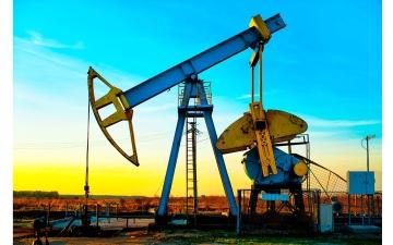 الصورة: الصورة: النفط ينتعش وسط ترقب بيانات اقتصادية أمريكية