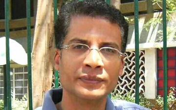 الصورة: الصورة: وفاة الشاعر المصري إيهاب خليفة بعد صراع مع المرض