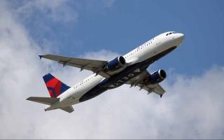 الصورة: الصورة: راكب يهدد بإسقاط طائرة أمريكية ويجبرها على تحويل مسارها