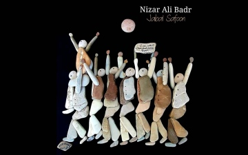 الصورة: الصورة: تشكيلات نزار بدر الفنية.. أحجار تروي قصص معاناة السوريين