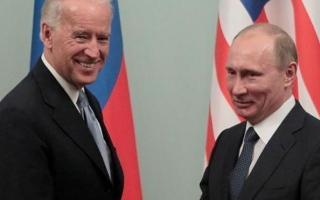 """الصورة: الصورة: هكذا رد بايدن على سؤال """"هل مازلت تعتقد أن بوتين قاتل؟"""""""
