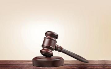 الصورة: الصورة: شراء أسهم بـ215 ألفاً بين صديقتين يوصلهما إلى قاعة المحكمة