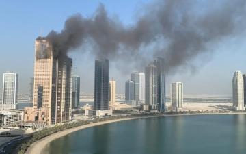 الصورة: الصورة: حريق في أحد الأبراج بالشارقة