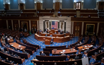 """الصورة: الصورة: """"النواب الأمريكي"""" يؤيد إلغاء تفويض شن الحرب الممنوح للرئيس"""