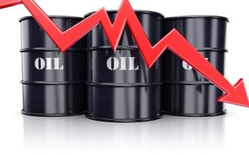 الصورة: الصورة: النفط يتراجع عن قمة سنوات بفعل ارتفاع الدولار