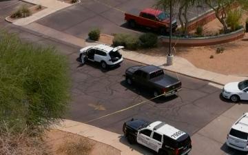 الصورة: الصورة: قتيل و12 جريحاً بأريزونا بطلها مسلح يتجول بسيارته