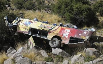 الصورة: الصورة: 27 قتيلاً جراء سقوط حافلة بوادٍ في البيرو